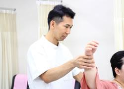 和歌山市ひらの整骨院の肘の痛みやテニス肘の施術